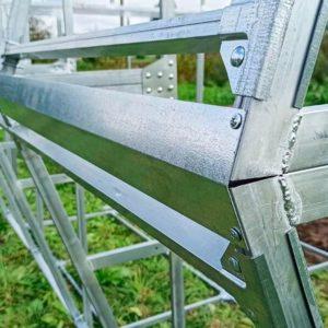 Конек теплицы с двускатной крышей с поликарбонатным покрытием