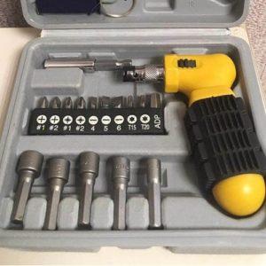 Набор инструментов из 22 предметов для установки теплицы на грунт