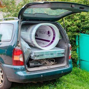 Транспортировка теплицы с прямыми стенами на легковом автомобиле
