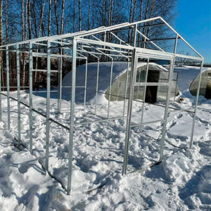 Теплица с двускатной крышей из поликарбоната