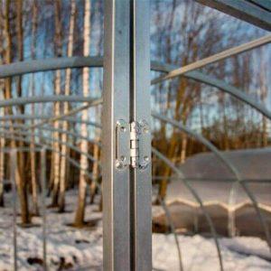 Оцинкованный каркас и крепление дверей в Сибирской теплице