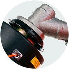 Защитное кольцо предотвращает наматывание длинной травы на вал редуктора